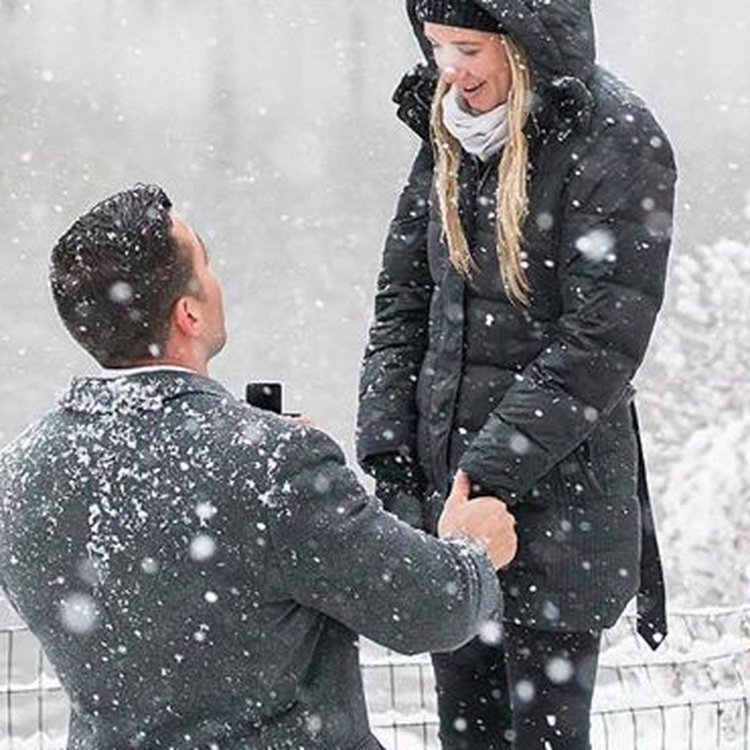 "If it snows 4"" on Christmas Day, your jewelry purchase is FREE"
